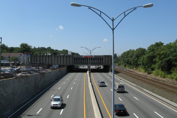 Shaw's_over_the_Massachusetts_Turnpike,_Newtonville_MA